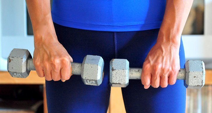 dumbbells at home workout to maintain and improve fitness for staying fit